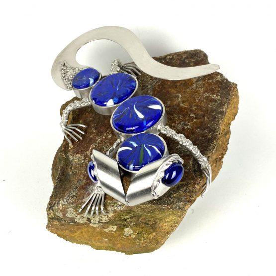 Gecko auf Stein blau-weiss