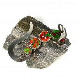Gecko auf Stein grün-rot-weiss