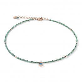 Halskette, zarte Kette in grün-petrol, kleiner gefasster, petrolfarbener Swaroskistein vorne mittig